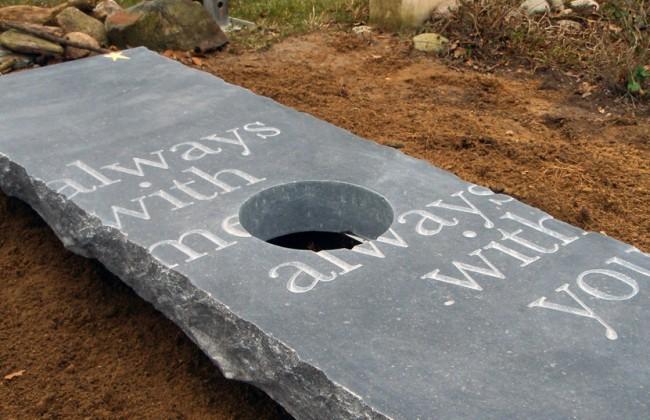 Tweedelig grafmonument op Moscowa